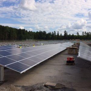 Aurinkosähkökentän ensimmäinen osa otettiin käyttöön 31.7.2017