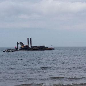 laituri ja veneitä meressä