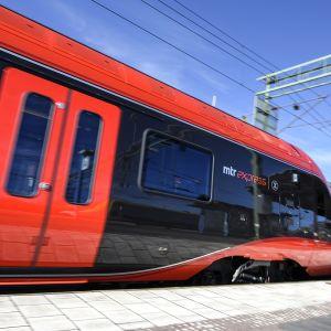 Kiinalaisomistuksessa olevan MTR Express -yhtiön juna kuvattuna Tukholmassa 24. maaliskuuta 2015.