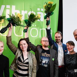 Vihreiden vastavalittu puheenjohtajisto.