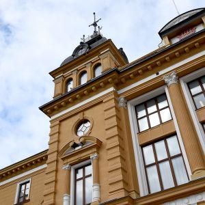 Oulun kaupungintalon julkisivu.