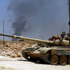 Irakilainen tankki tiellä.