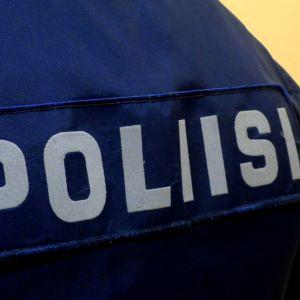 Poliisin merkki selkäkuva