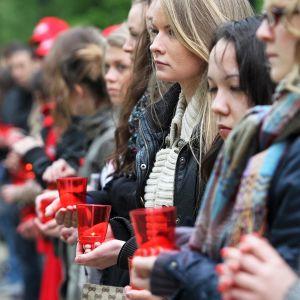AIDSin vastainen kansainvälinen Candlelight Memorial -tapahtuma Moskovassa.
