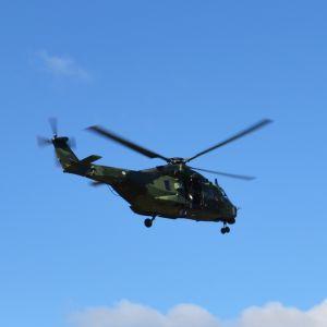 NH90-kuljetushelikopteri ilmassa.