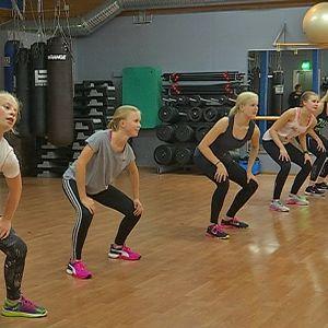 Tyttöjä Sh'Bam tanssitunnilla