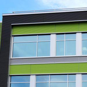 Kotkan Energian rakennuksen ikkunoita