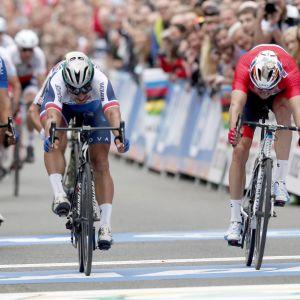 Peter Sagan (toinen vasemmalta) kurotti maailmanmestaruuteen