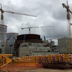 Leningrad 2 -ydinvoimalan työmaa Sosnovyi Borissa.