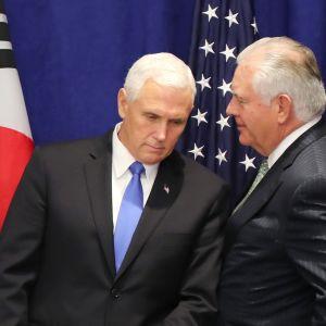 Yhdysvaltain varapresidentti Mike Pence (vas.)