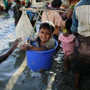 Yli 600 000 rohingyaa on paennut Myanmarista Bangladeshiin.