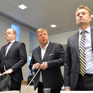 Pekka Perä oikeussalissa.