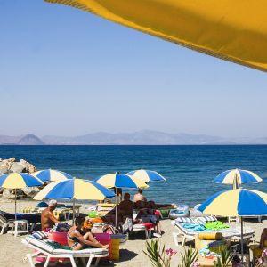 Turisteja Kosin saarella Kreikassa.