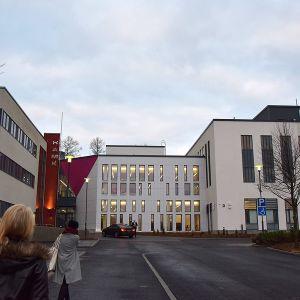 Hämeen ammattikorkeakoulun rakennus ulkoa Visamäessä