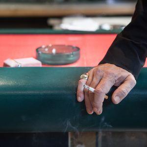 Tupakoivia Kreikkalaisia.