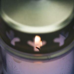 Hautakynttilä, hautausmaa, kynttilä