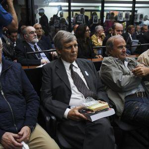 Jorge Eduardo Acosta ja Alfredo Astiz oikeudenkäynnissä.