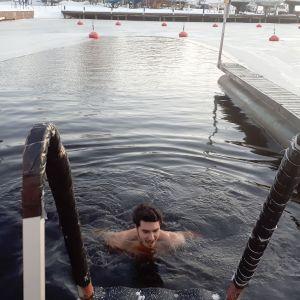Avantouimari menossa uimaan.