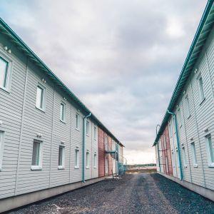 Asuinparakkeja Fennovoiman Pyhäjoen ydinvoimalatyömaalla.