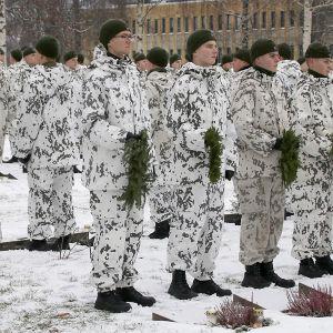 Kunniavartio Lappeenrannan sankarihautausmaalla.