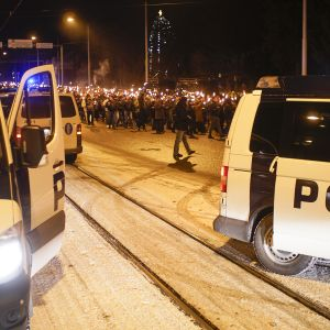 612.fi -yhdistyksen järjestämä soihtukulkue Helsingin itsenäisyyspäivänä 6. joulukuuta