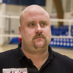 Ettan päävalmentaja Olli Kuoksa on luotsannut joukkueen taistelemaan liigan kärkipaikoista.