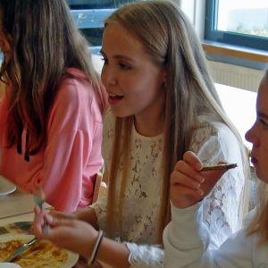 Elever i Oxhamns skola i Jakobstad äter kebabfrestelse som innehåller fosfat.