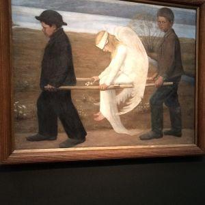 Barn som tittar på Den sårade ängeln av Hugo Simberg
