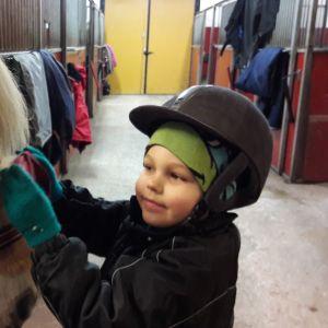 litet barn ryktar häst