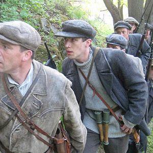 Claes Olssonin ohjaama draamadokumentti kertoo Suomen sisällissodan ratkaisun hetkistä.