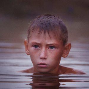 Kymmenvuotias Oleg ja hänen isoäitinsä ovat jääneet pikkukylään Itä-Ukrainaan sodan jalkoihin.