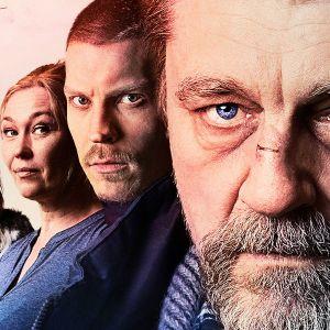 Armoton maa -elokuvan hahmot Erkki Syväjärvi (Mikko Neuvonen), Cindy (Malin Buska), Inkeri (Outi Mäenpää), Jaakko (Antti Holma) ja Lasse Kuntonen (Ville Virtanen).