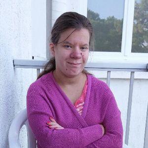 Nathalie Sirén sitter på en stol