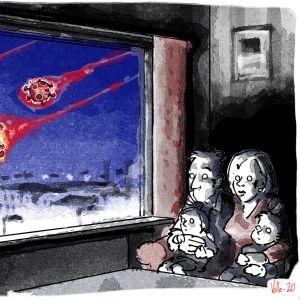 Bild av familj som sitter hemma medan en viruskomet susar förbi utanför fönstret. De ser rädda ut.