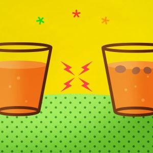 graafinen kuva, jossa kaksi lasia. Toisessa simaa ilman rusinoita ja toisessa rusinoilla.