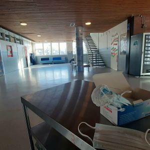 Tyhjä koulun aula.