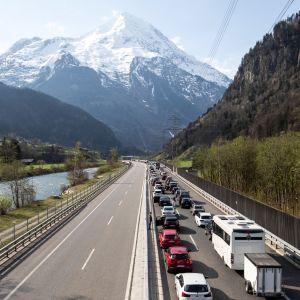 Liikenneruuhka Alpeilla