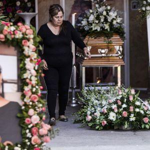 Edesmenneen Alma Barraganin hautajaiset.