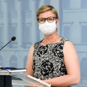 Ympäristö- ja ilmastoministeri Krista Mikkonen.