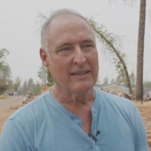 Paul Clement seisoo entisellä tontillaan Paradisen kaupungissa Kaliforniassa.