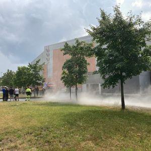 Joensuun harjoitusjäähallilla Mehtimäellä on syttynyt tulipalo.
