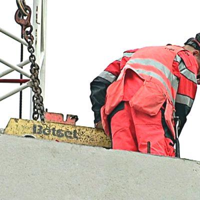 Byggnadsarbetare och element