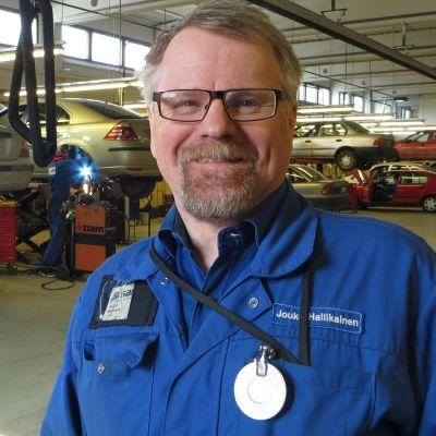 Autoteknikan lehtori Jouko Hallikainen, Savonlinnan ammatti- ja aikuiopisto.