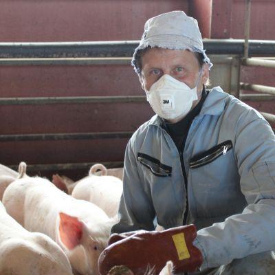 Tohmajärveläinen maanviljelijä Jarmo Hasunen.