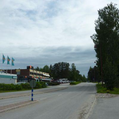 Katunäkymä Pielaveden keskustassa kesällä