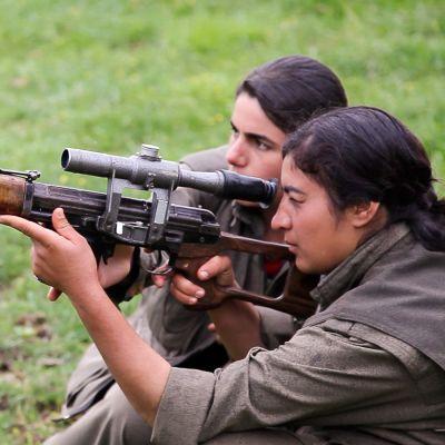 Naisguerillat ampuvat