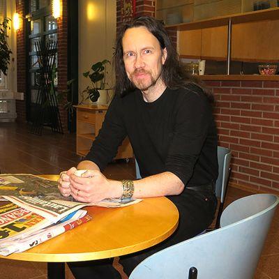 Kirjailija J-P Koskinen.