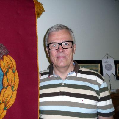 Pekka Kantasen kokoelmaan kuuluu Elon marssilippu.
