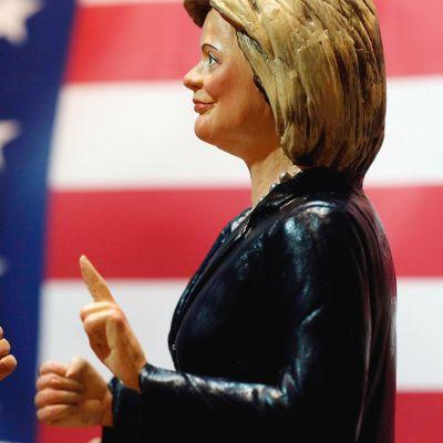 Donald Trump ja Hillary Clinton -nuket.