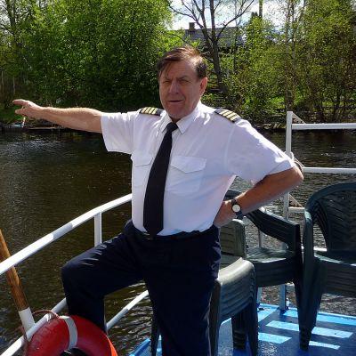 Kapteeni laivan kannella